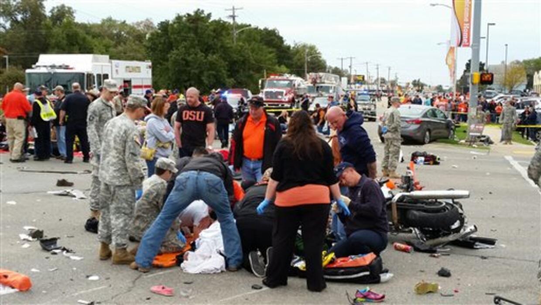Auto embiste a espectadores de un desfile en Oklahoma, deja al menos 4 m...