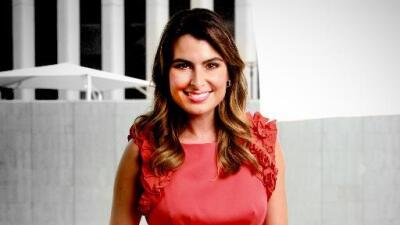 Presentadora de noticias defiende su pronunciación P3LlROmZ.jpg