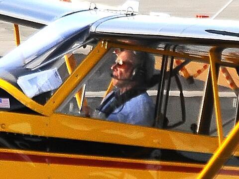 Un día después del incidente en el aeropuerto John Wayne,...