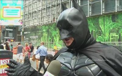 Podrían regularizar actividades de superhéroes en Times Square