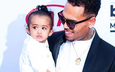 Así cuida Chris Brown a su bebé Royalty