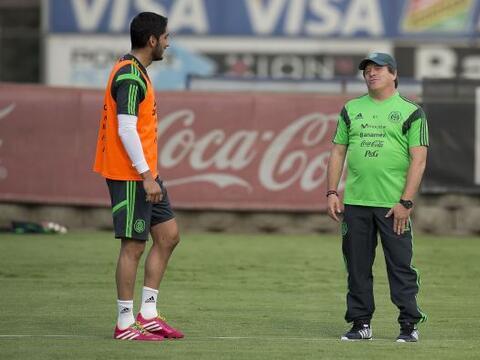 Miguel Herrera dirigió su primer entrenamiento en forma con la se...