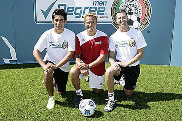 """Aquí lo ves con Jorge Campos y el """"Matador"""" Luis Hern&a..."""