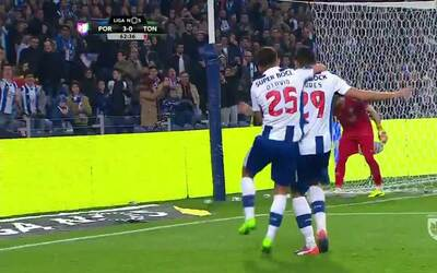 Goooolll!! Francisco das Chagas Soares dos Santos mete el balón y marca...