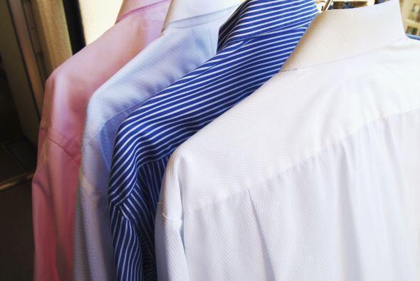Una de las manchas más detestables es la de la ropa guardada. El...