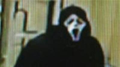 Hombre caracterizado como personaje de Scream roba hotel en Warrenville