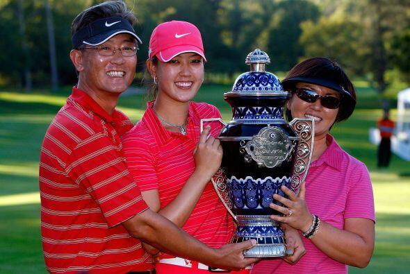 Inició en el golf a los cuatro años de edad y es hija de padres coreanos.