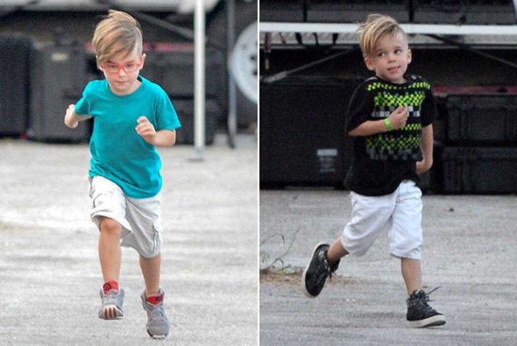 Los pequeños Matteo y Valentino acompañaron a su papi Ricky al trabajo....