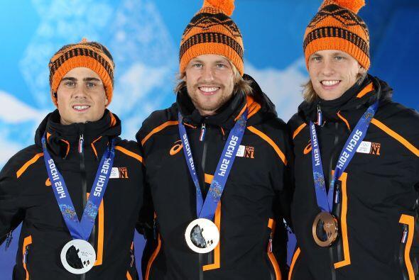 Jan Smeekens junto a los gemelos Mulder, Michel y Ronald.