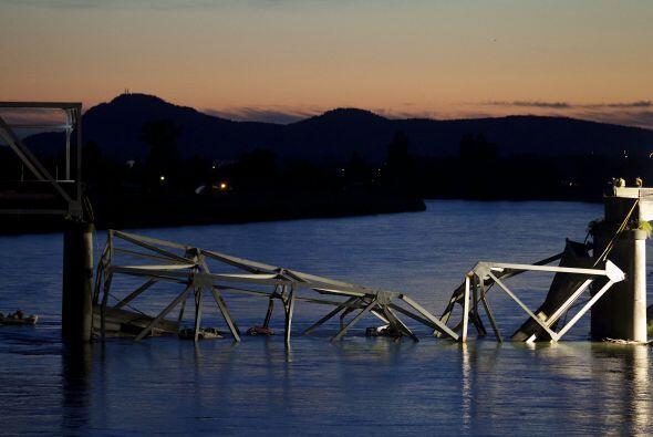 El 24 de mayo un puente repentinamente se derrumbó en el estado d...