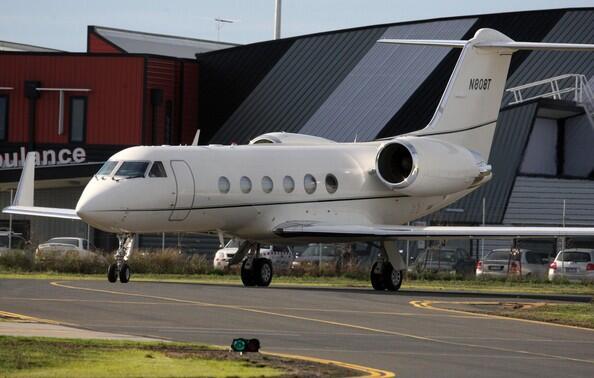 El avión de Tom Cruise es un Gulfstream IV, propulsado por dos turbinas...