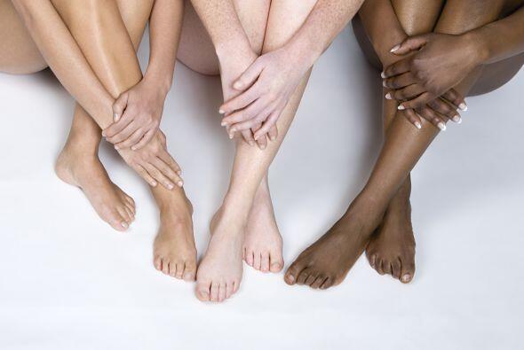 La piel tiene cuatro tonos.  Sin pigmentación sería blanca...