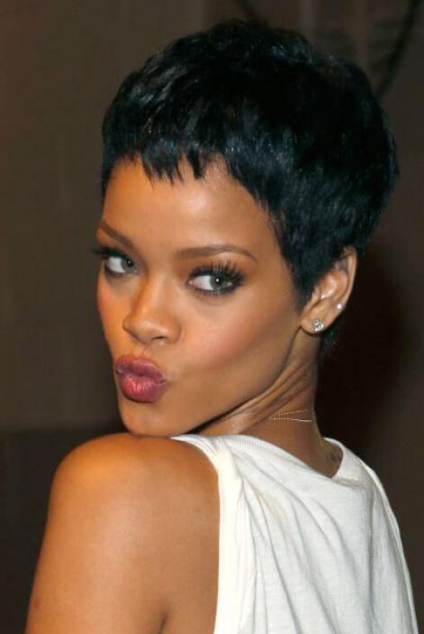 Rihanna sexy y con cutis de muñeca. Mira aquí lo último en chismes.