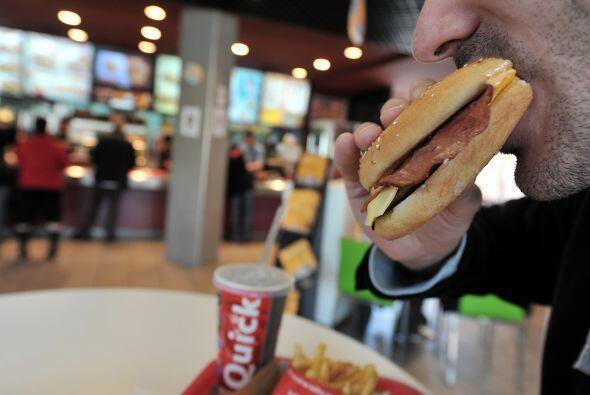 Los expertos atribuyen en general la obesidad a un consumo mayor de gras...