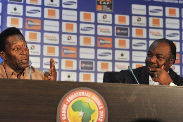 La prensa aprovechó la presencia del brasileño y le realizó algunas preg...
