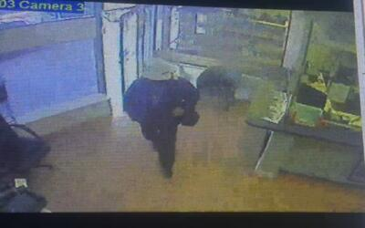 Imagen del sospechoso obtenida de las cámaras de seguridad de la joyería.
