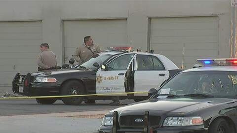 Dos muertos y un herido en balacera frente a licorería en Sur Los Ángeles