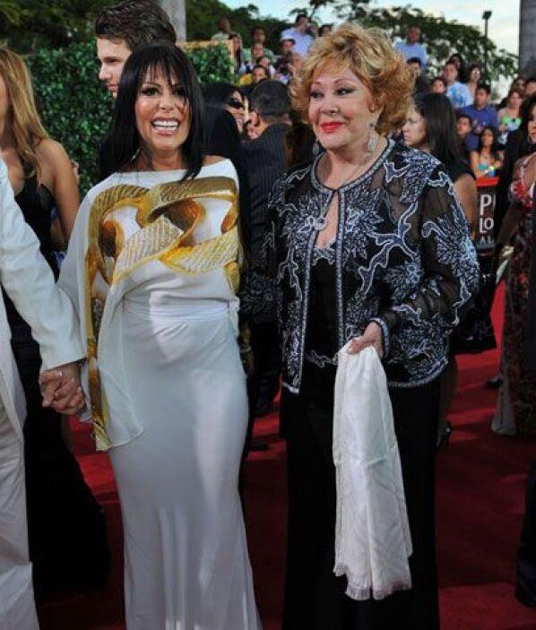 Alejandra Guzmán y Silvia PinalElla dice: Aunque siempre nos sorprende c...