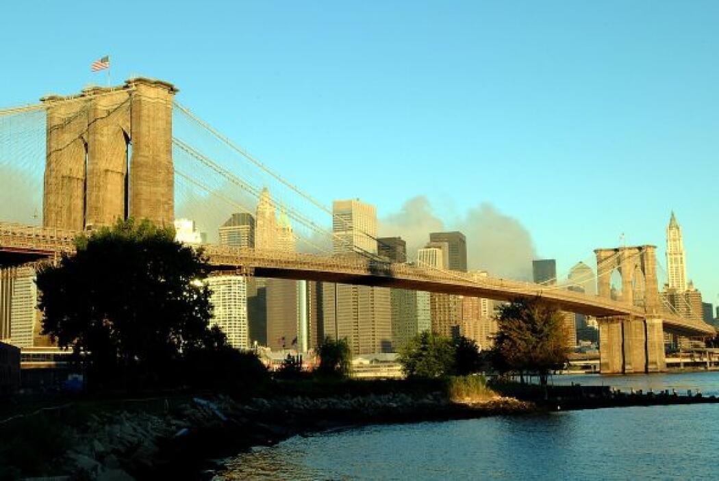 El robusto puente sigue en pie soportando el tránsito de miles de person...