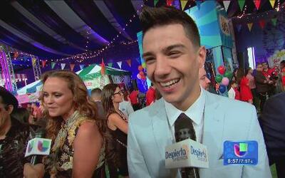 Los ritos de los famosos en la alfombra roja de Premios Juventud