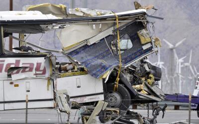 Autobús de la empresa USA Holiday que colisionó contra un...