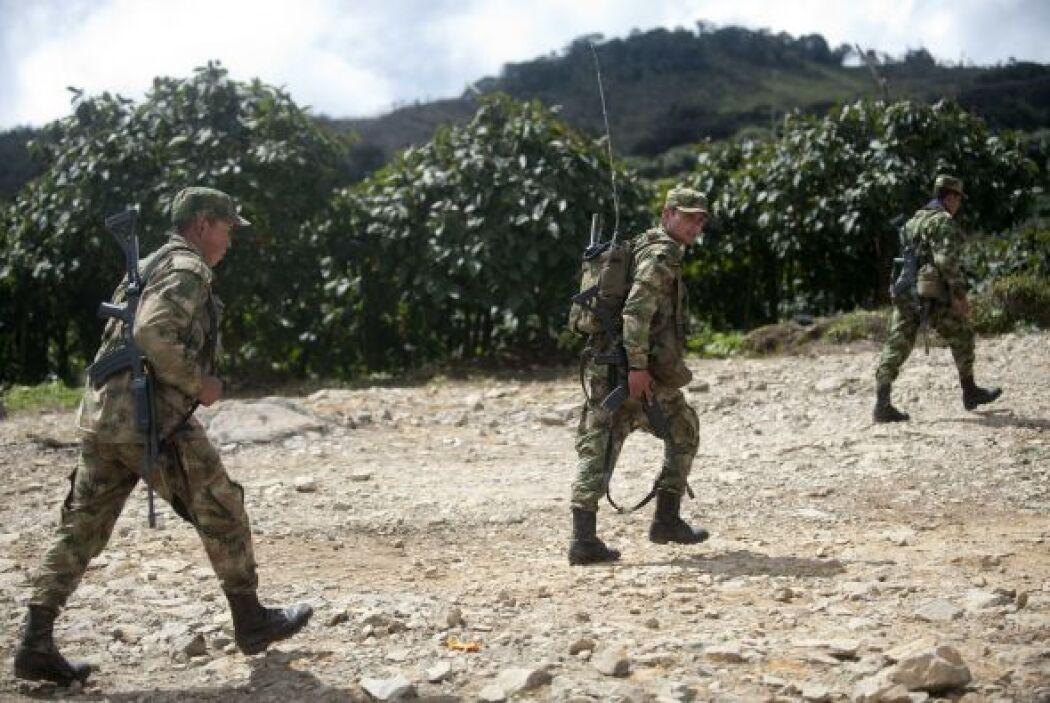 Dos militares colombianos fueron sorprendidos con 410 kilos de cocaína e...
