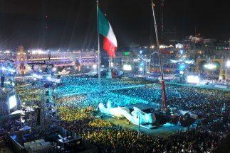 Los mexicanos festejan al máximo del Bicentenario de la Independencia.