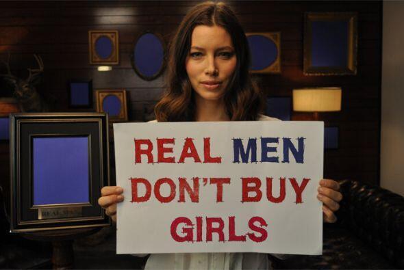 Jessica Biel se unió a las protestas en contra de los actos en el país a...