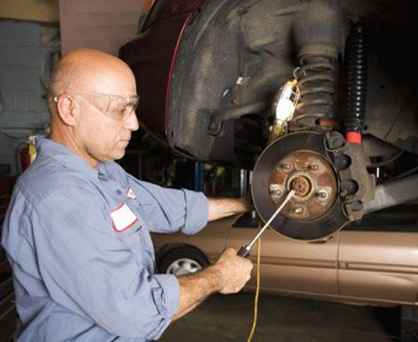 Los frenos consumen gasolinaEs importante utilizar los frenos lo menos p...