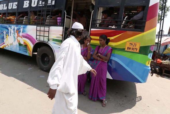 Este hombre ha realizado esta protesta contra la violencia para buscar l...