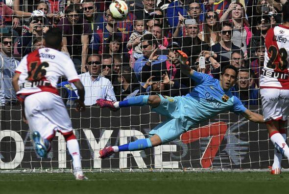Un penalti cometido por Dani Alves evitó que Barcelona acabara el juego...