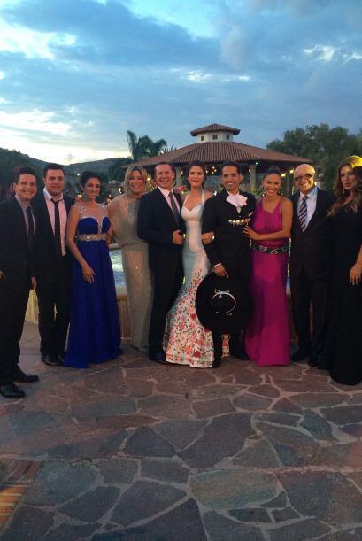 Antes de comenzar 'el bailongo', otra foto con todo el equipo de Univisi...