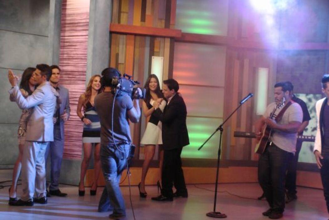 Detrás de cámaras el baile se puso bueno. Había que aprovechar la visita...