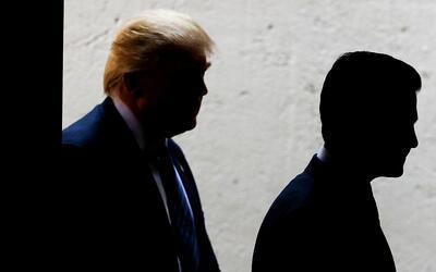 Enrique Peña Nieto (i) y Donald Trump (d), durante su encuentro e...