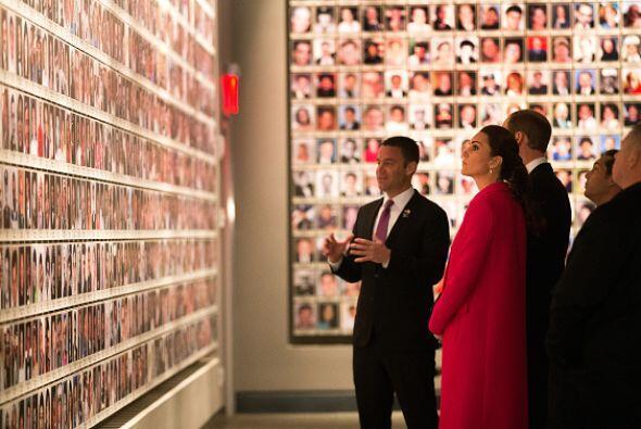 Fueron acompañados por Alice Greennwald, directora del museo; así como p...