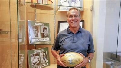 Jim Plunkett, ex QB de los Raiders dos veces ganador del Super Bowl  y M...