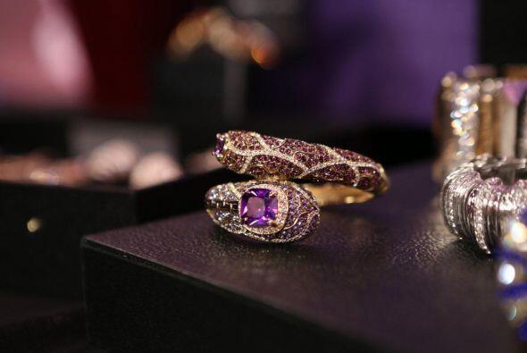 Trabaja con oro, diamentes, piedras preciosas, oro rosado y materiales d...