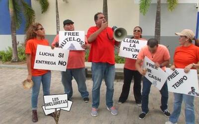 Protestando por la relación de Maripily