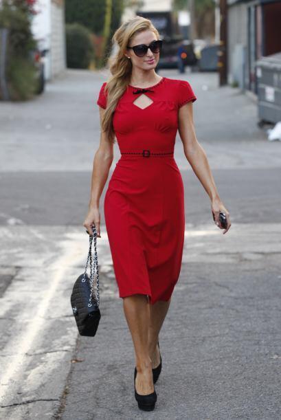 Un modelo discreto, rojo carmín y muy dulce, sin duda, perfecto p...