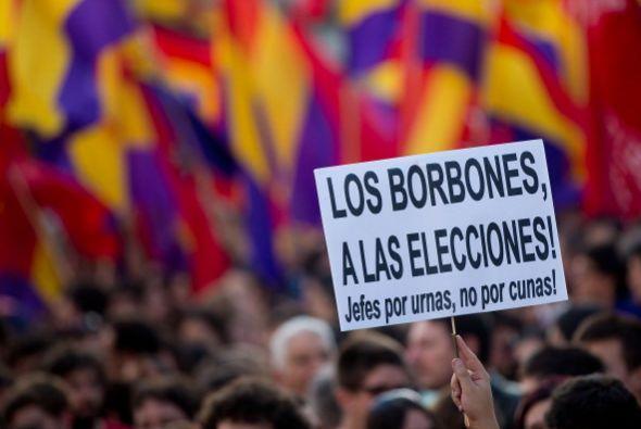 No faltaron los carteles con ¡Los Borbones a las elecciones!, ¡No más re...