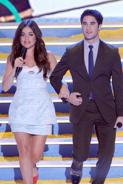 Los conductores de los Teen Choice Awards 2013, Lucy Hale y Darren Criss...