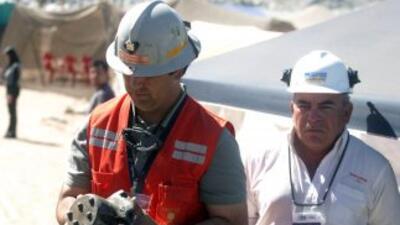 Se reforzaron los trabajos de rescate de los 33 mineros chilenos atrapad...