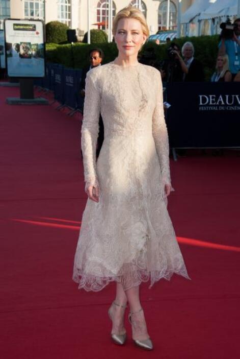 Cate Blanchett parecía fantasma con ese aspecto tan anticuado. Hasta se...