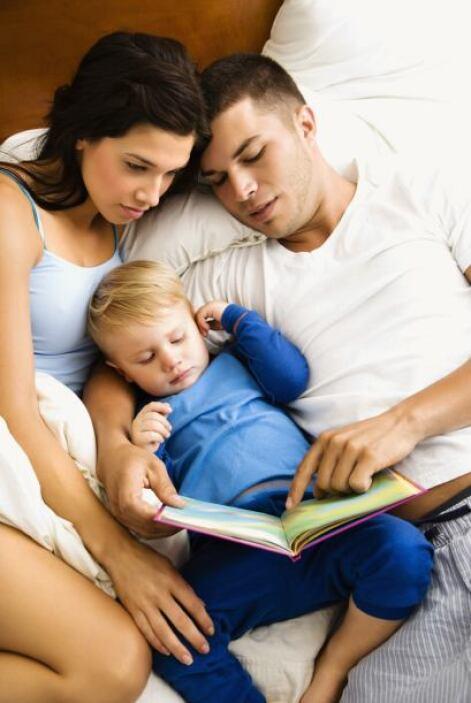 - Saca por lo menos 15 minutos diarios para leerle a tu bebé en voz alta...