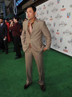 Oscar De la Hoya llegó a los Tecate Premios Deportes con una combinación...