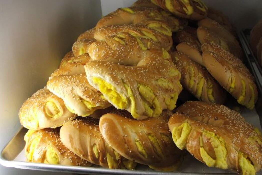 Empanadas de mango, piña, guayaba, chabacano, camote y calabaza.