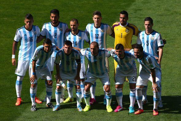 La selección de Argentina, lleva seis puntos, está clasifi...