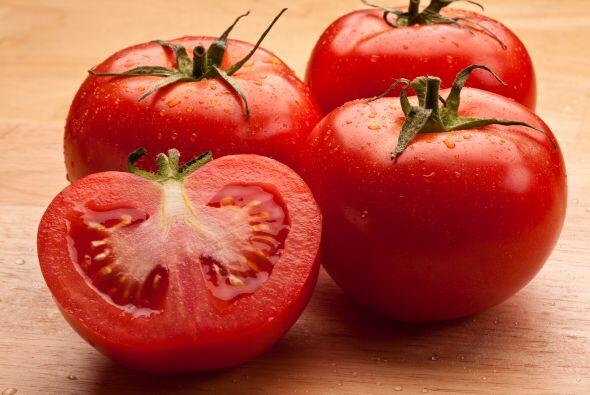 A los tomates, déjalos fuera del refrigerador. Así, evitar...