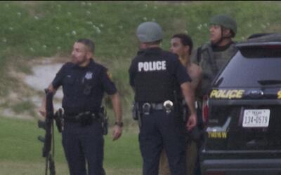 Hombre armado ingresó a un complejo de apartamentos cercano a la interse...