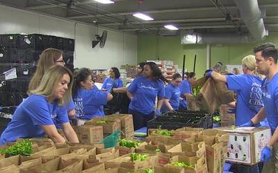 Cientos de bolsas con frutas y verduras fueron donadas a estudiantes de...